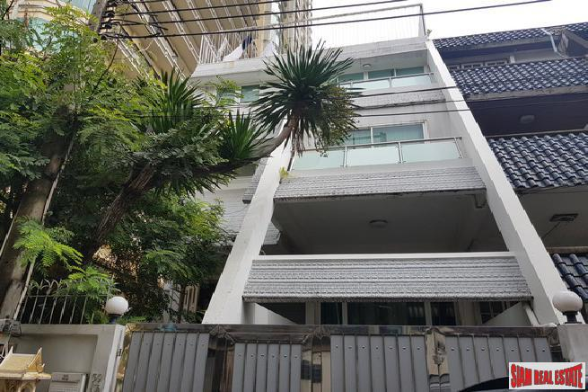 Five Bedroom Family-Style Townhouse in the Center of the City, Phrom Phong