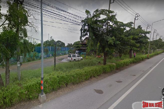 8 Rai of Residential or Commercial Land for Sale at Kanchanapisek Road, Saphan Sung