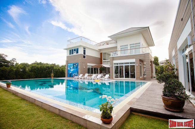 Exquisite Baan Talay Villa with Five bedroom and Large Private Pool