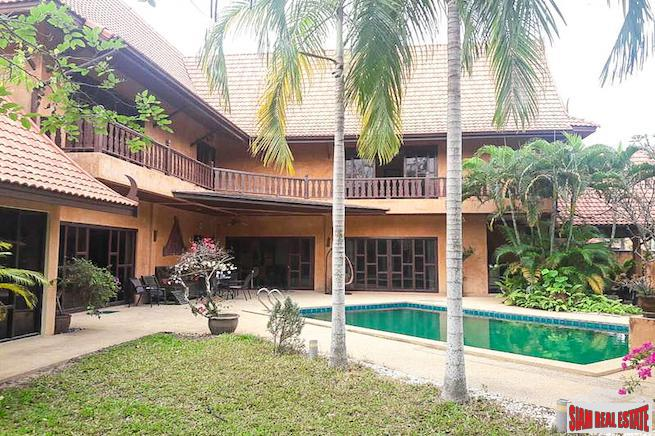 Beautiful Thai-Balinese Four Bedroom Pool Villa in East Pattaya