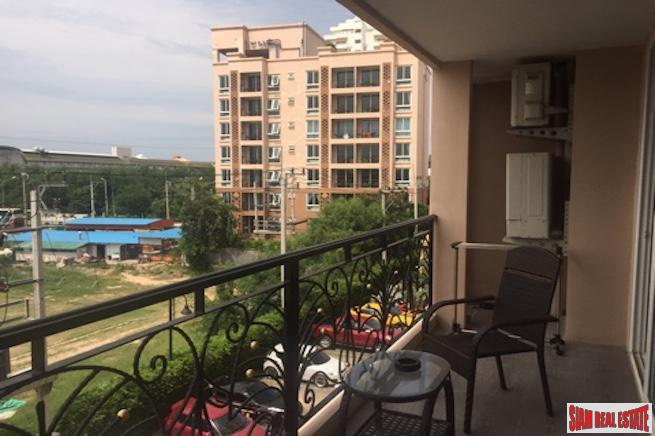 Large Sunny  Two Bedroom Condo in Jomtien