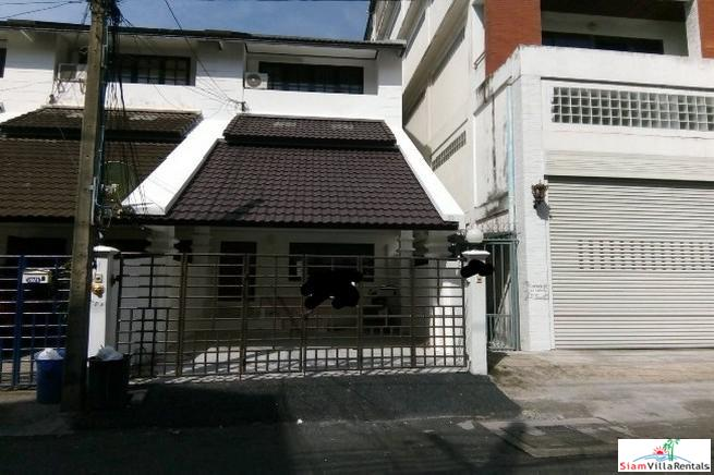Three Storey Three Bedroom Townhouse for Rent in Phra Khanong