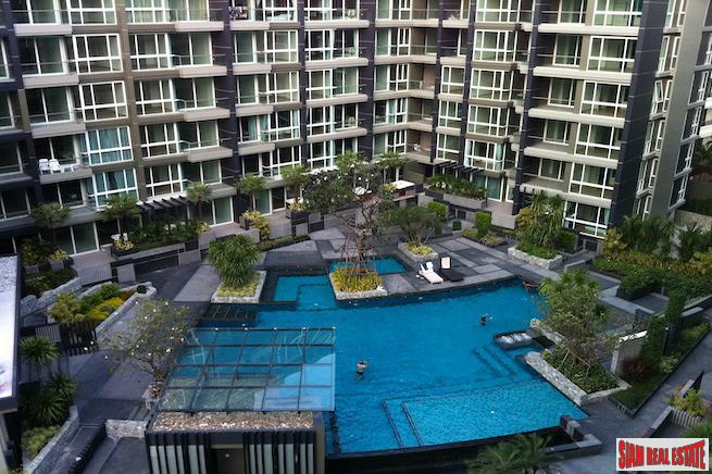 Contemporary Three Bedroom Condo with Jacuzzi Tub in Pattaya
