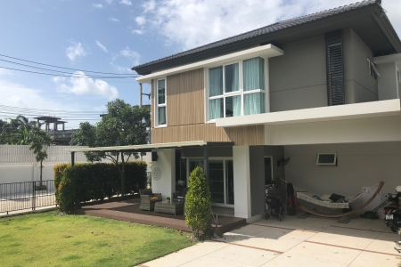 New Four Bedroom Three bathroom House for Rent in an Exclusive Estate, Koh Kaew