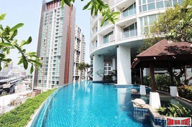 Two Bedroom on 30th Floor with Great City Views and Many Amenities in Phra Khanong