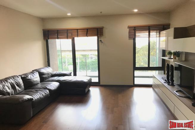Spacious Two Bedroom within Walking 18