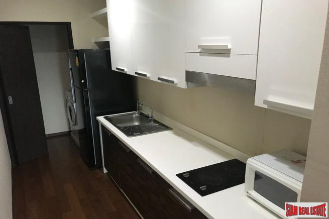 Spacious Two Bedroom within Walking 2