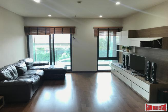 Spacious Two Bedroom within Walking 4