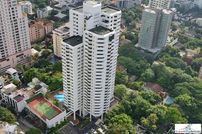 Roomy Two Bedroom Condo Good for Small Family in Phrom Phong