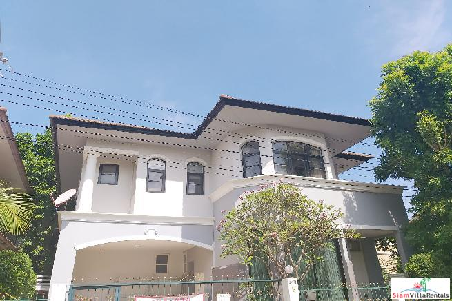 Four Bedroom House with Private Yard in Ban Thap Chang