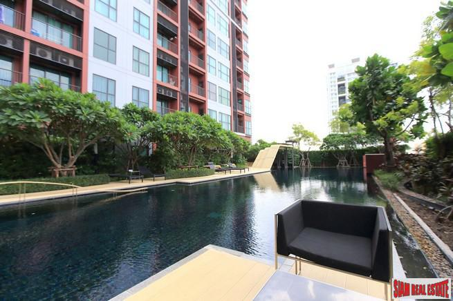 Brightly Decorated Contemporary One Bedroom Condo near BTS Phra Khanong