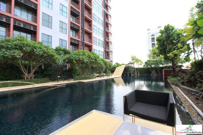 Contemporary One Bedroom Condo with City Views near BTS Phra Khanong