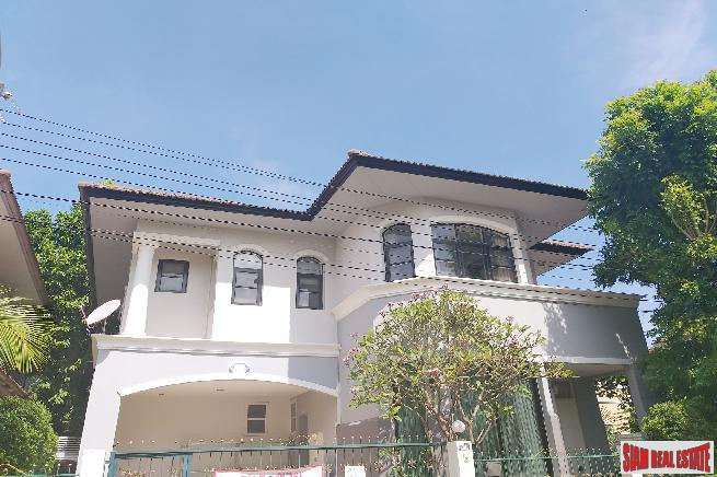 Large Two Storey Four Bedroom House with Private Yard in Ban Thap Chang
