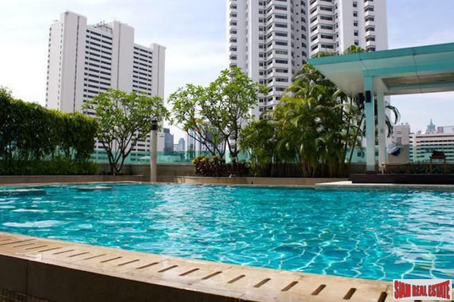 Spacious One Bedroom Condo Near Many Conveniences of Nana, Bangkok