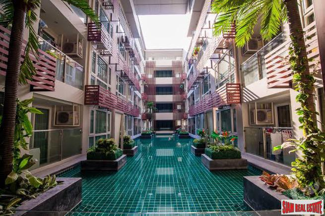 15 Sukhumvit Residences | Comfortable One Bedroom Condo with Pool Views and Great Facilities in Nana