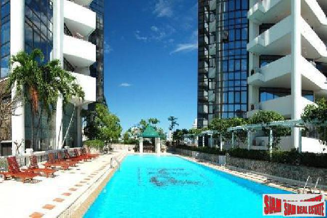 Large Spacious Panoramic City View Renovated Condo at Thong Lor, Sukhumvit 53