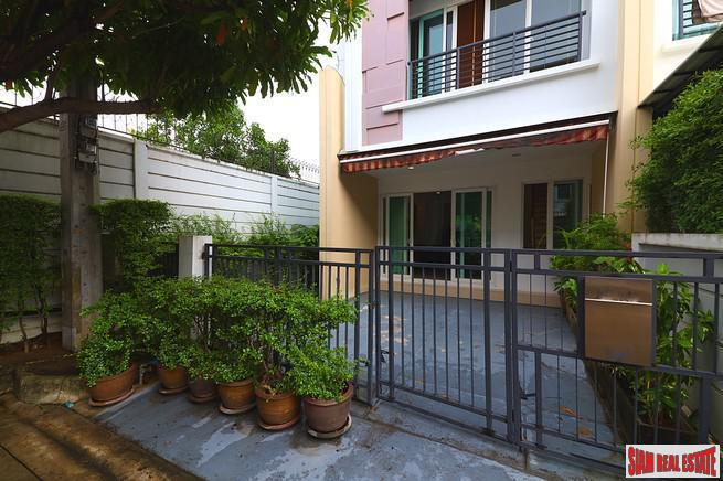 Baan Klang Muang S-Sense | Three Bedroom  Three Storey Corner Home Perfect for a Family in Khwaeng Wang Thonglang