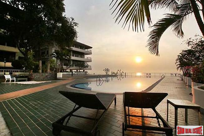 Four Beds Exclusive Sea views Condo along Cha-am Beach near Hua Hin Beach.