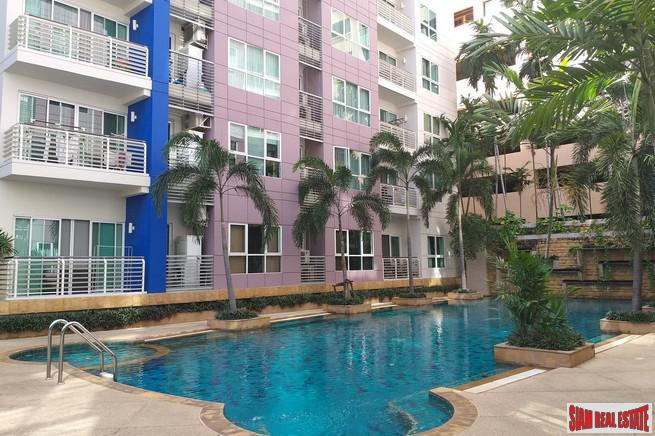 Large Two Bedroom Condo with a Pool View in Ekkamai