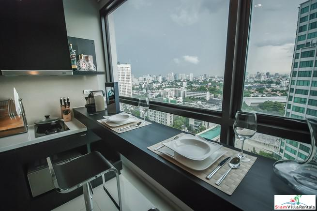 Spectacular City Views from this One Bedroom Condo in Phra Khanong