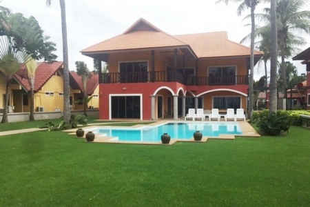 Beachfront 2 storey Villas on 2 Rai of Land