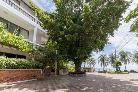 Best Location Beachfront Townhouse with 3