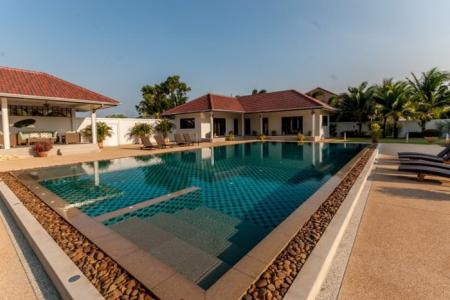 SUNSET VILLAGE 2 : Amazing 5 Bed Pool Villa Estate