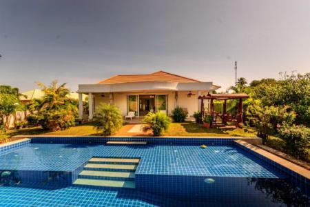 STUART PARK 2: 3 Bed Luxury Grand Pool Villa