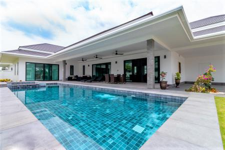THE CLOUDS: Luxury 3 Bed Pool Villa