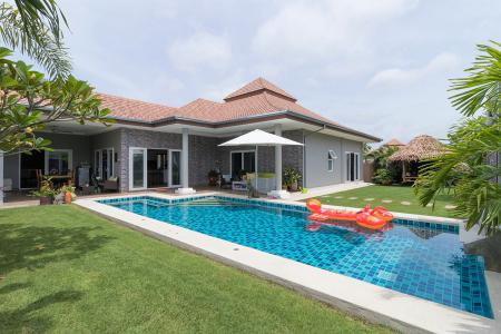 Beautiful Teak Villa next beautiful Serene Pranburi RiverMALI RESIDENCES: Great Design and Quality 4 Bed Pool Villa