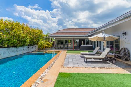 Luxury 3 Bed Pool Villa Close to Town