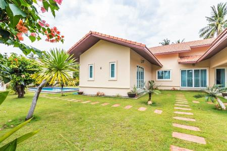 Great Quality 4 Bed Pool Villa near Dolphin Bay Beach