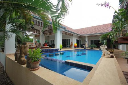 SMART HOUSE RESORT: 4 Bed Pool Villa