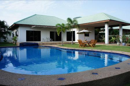 SIAM VILLAS 1 : Large 3 Bed Family Pool villa on a good sized plot