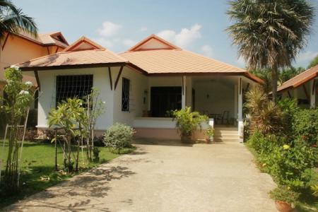 3 Bed Villa in Khao Takiab: Only few minutes walk to the beach