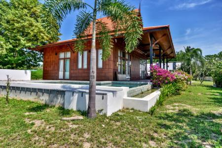 BAREFOOT : Well Designed Teak Luxury Pool Villa