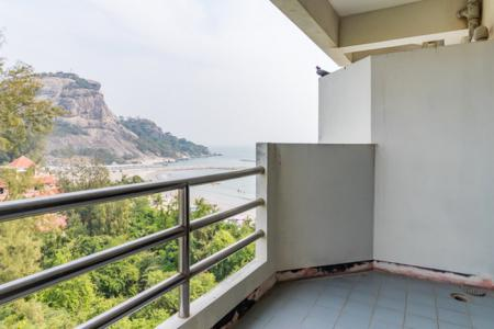 2 Bed Condo with Picturesque 12