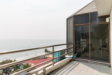 2 Bed Condo with Picturesque 18