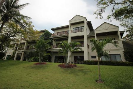 Good Quality 3 Bed Condo