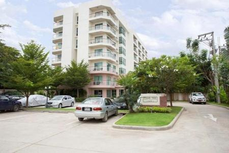 1 Bed Condo in Town: Great Value Unit
