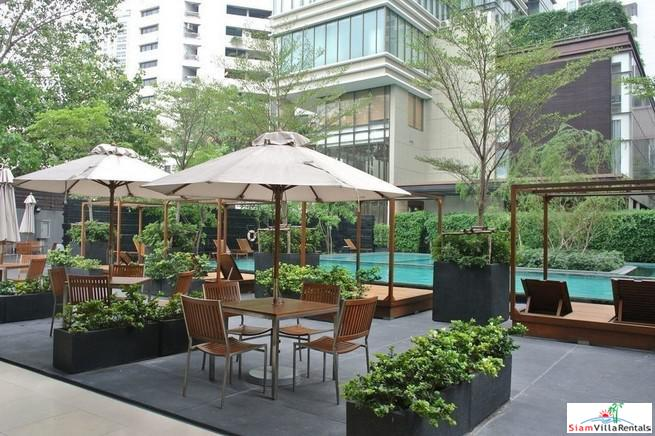 Spacious Modern One Bedroom on the 20th Floor with City Views in Phrom Phong