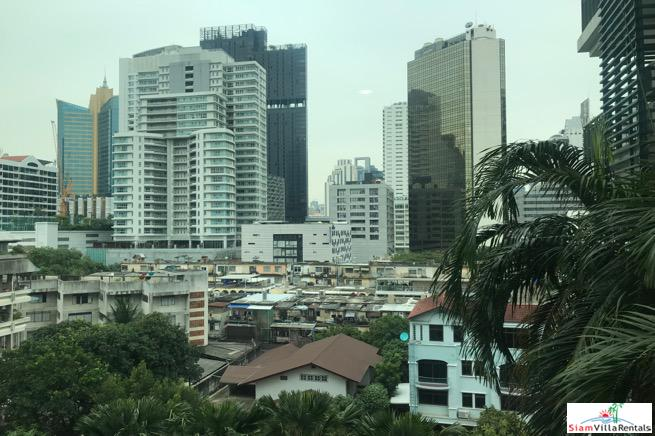 Modern and Comfortable One Bedroom For Rent with Pool View in Asoke