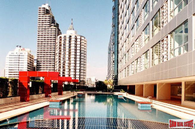 Large One Bedroom Condo in Popular and Convenient Building Near BTS Nana