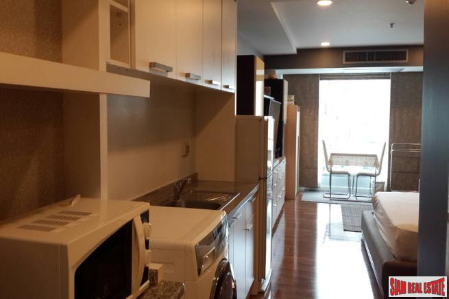 Large One Bedroom Condo in 11