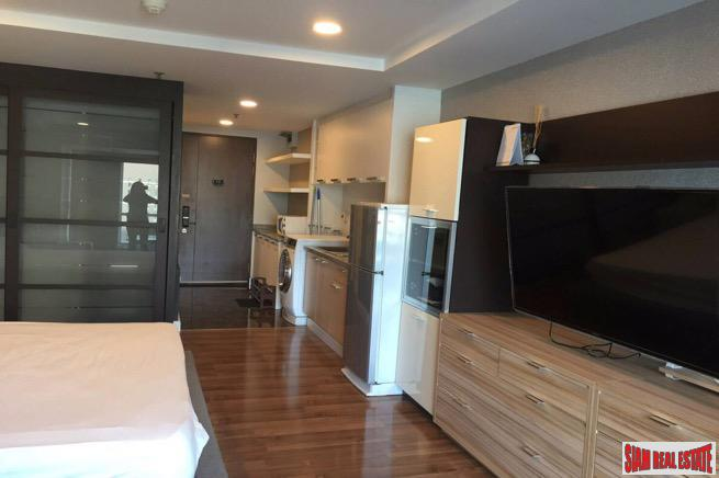 Large One Bedroom Condo in 15