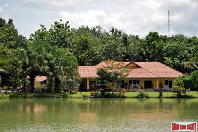 Bung Sawan - A Little Piece of Paradise, Estate with Two Houses and Fishing Lake - Chumphon