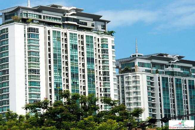 Nusasiri Grand Condo | Spacious Furnished Two Bedroom Condo for Rent Close to BTS Ekkamai