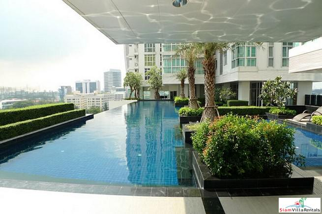Spacious Furnished Two Bedroom Condo 6
