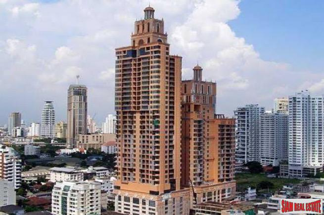 Aguston Sukhumvit 22 | Dynamic Deluxe Two Bedroom Condo with Extras in Phrom Phong