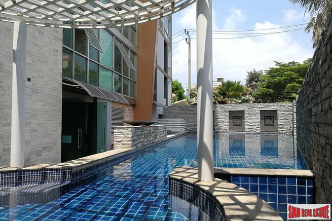 Comfortable One Bedroom Corner Condo in Rama 9 Low-rise